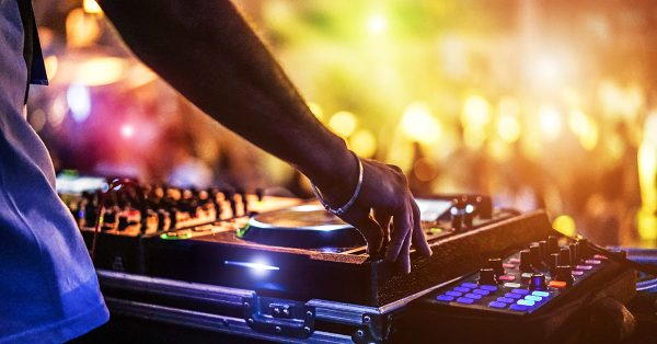 HOW TO GET STARTED YOUR DJ CAREER – BEST TIPS THAT WILL HELP IN 2020